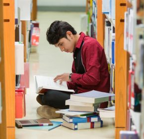 Students Asian men I read the book at the library The bookshelf